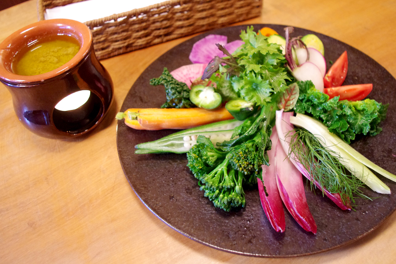 鈴鹿の契約農家『すいーとぽたけ』直送野菜を使用した「旬の野菜のバーニャカウダ」(1,296円)