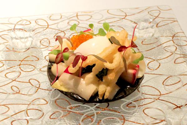 ブロッコリー、アンディーブ(ヨーロッパ原産の野菜)、ハヤトウリ(ウリ科の野菜)、桃かぶ(甘く柔らかいカブ)、ユリネ(ユリの鱗茎)など、旬の野菜が盛り沢山♪