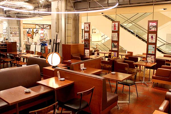"""店名の""""ビブリオテーク""""はフランス語で""""図書館""""という意味"""