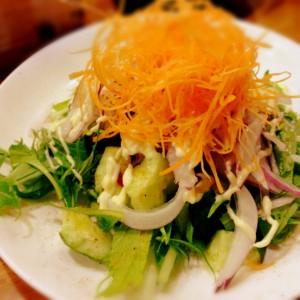 グリーンサラダ。 ヤギのようにもしゃもしゃ食べる。