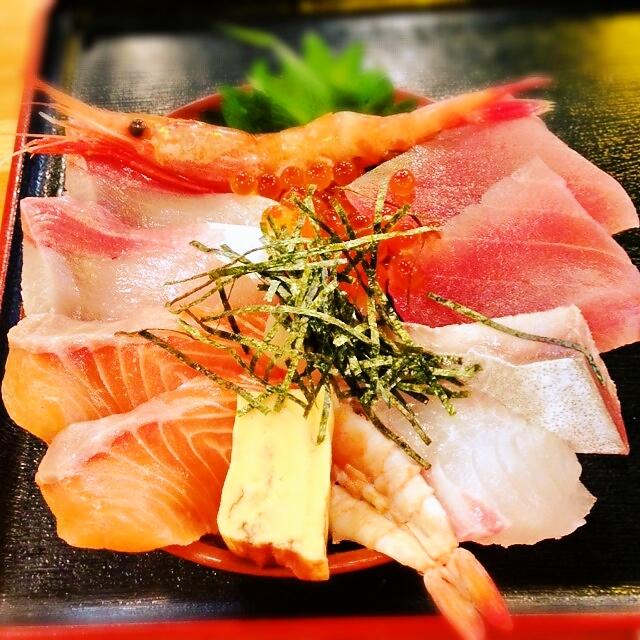 クレイジー盛りの海鮮丼、クレイジー級の味。