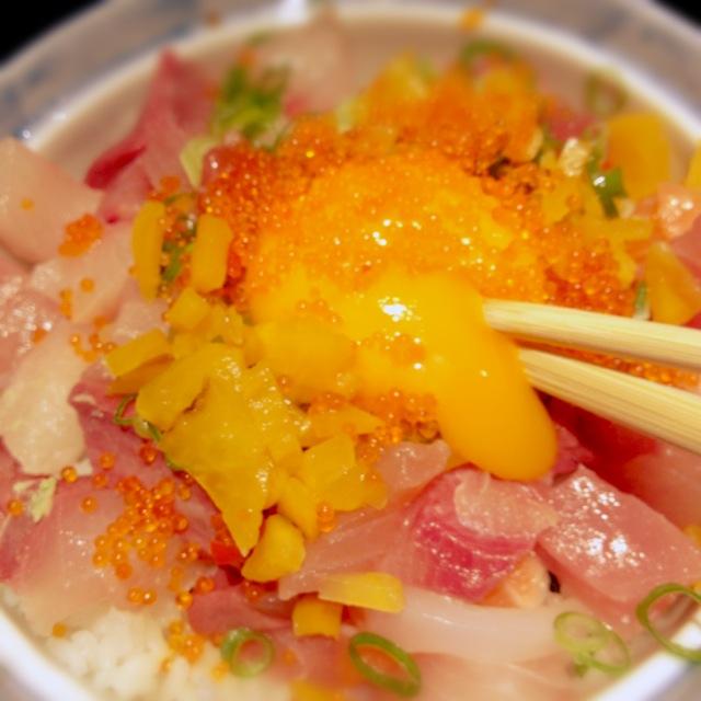 爺ちゃん(漁師)にも食べさせたかった。西中島南方で「漁師のまかない丼」。