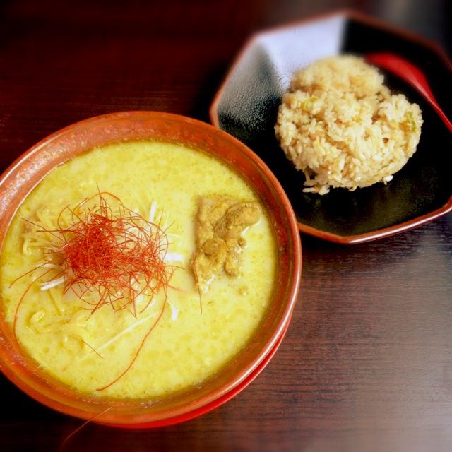 未知との遭遇。西中島南方『ゴルカ製麺所』のグリーンカレーラーメン&焼飯に激ハマリの予感。