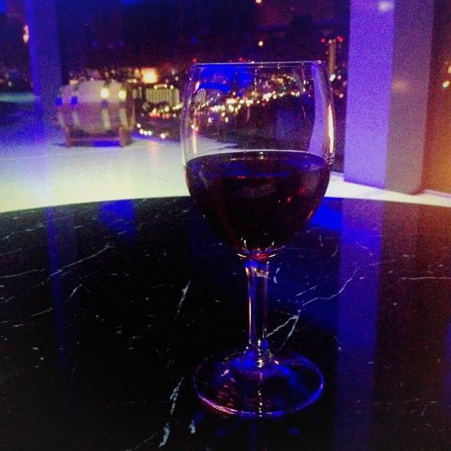 【大人の階段】『ホテルニューオータニ大阪』で、解禁の瞬間にボジョレーを飲んだ【のぼる】。
