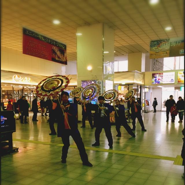 鳥取駅の駅員さんによる歓迎の舞(謎)