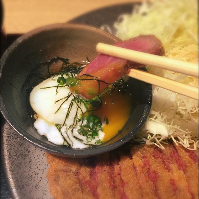 出汁の効いたトロトロ半熟卵「京玉」にくぐらせて。