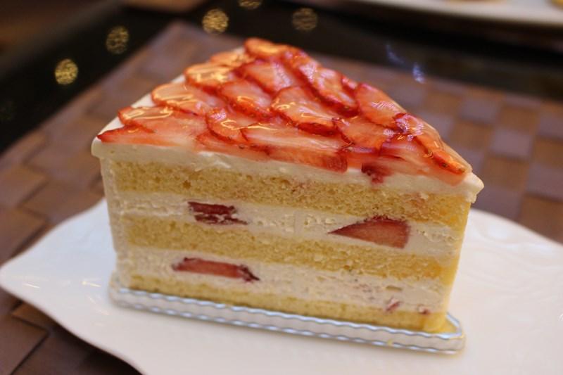 """苺好き悶絶!もはや""""苺過多""""なショートケーキが、『ホテルグランヴィア大阪』なら1年中食べられる件。"""