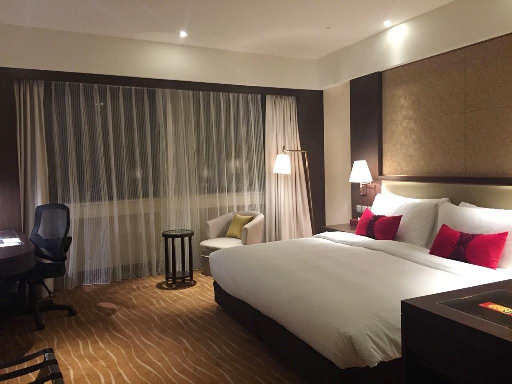 【2017-2018年越し台湾1人旅】『王朝大酒店』のエグゼクティブデラックスルームに1人で泊まってやったぜ。