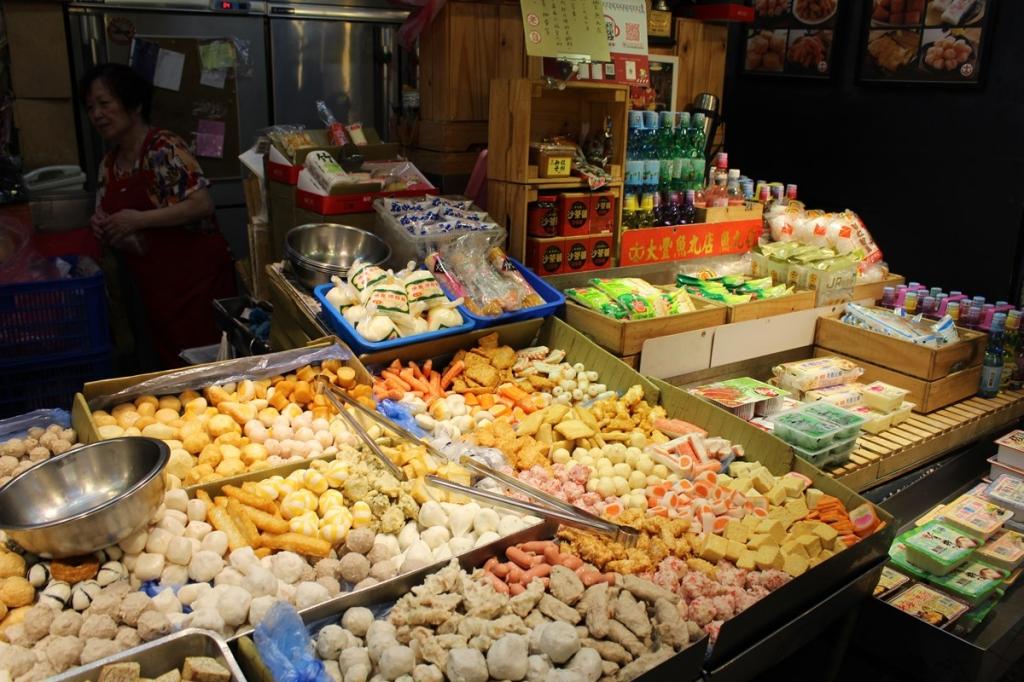 【2019年10月台湾女2人旅⑭】龍山寺近くの朝市グルメ!『大豊魚丸店』でサックサク揚げごぼうを食…