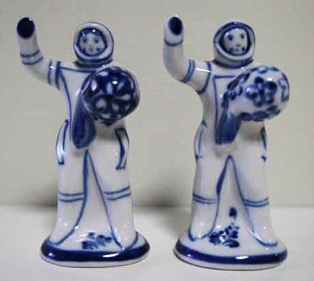 グジェリ村という陶器の産地で作られた宇宙飛行士のフィギュリン