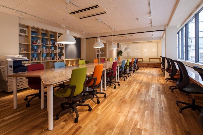 自習室や本カフェなど、用途は多様♪ 駅近コワーキングスペース『コモンルーム中津』