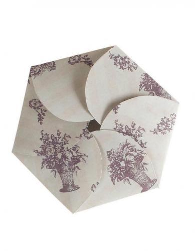 「ECO FORME Margaret wrapping」(税抜700円)で作った「フラワーラッピング」は、お菓子のお裾分けにも◎!