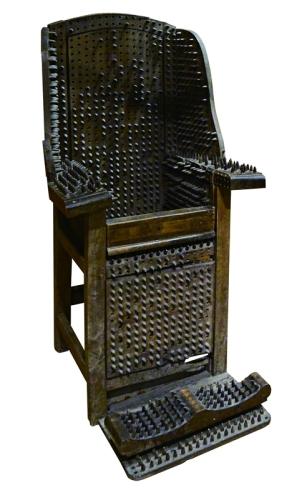 ≪刺(とげ)のある椅子≫ 19 世紀 ローテンブルク中世犯罪博物館(ドイツ) (C) The Mainichi Newspapers