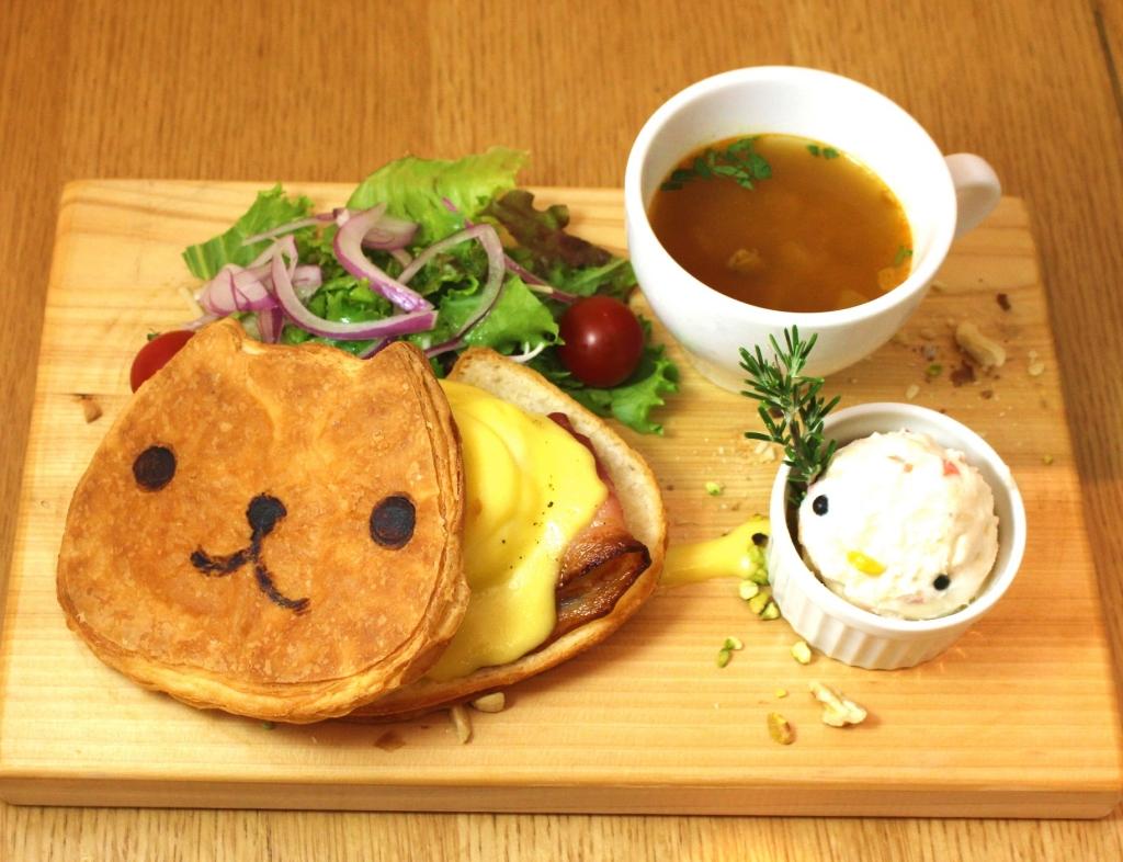 これは激萌え!! 9/16(水)~10/27(火)、梅田に「カピバラさん」コラボカフェ『KAPIBARASAN 10th Anniversary Cafe in Osaka meets CHEER'S』オープン!!