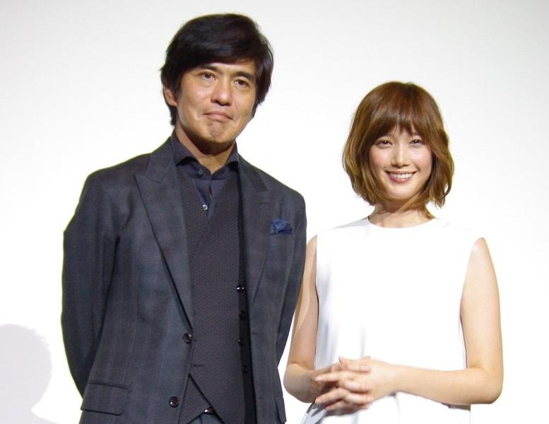 映画『起終点駅 ターミナル』舞台挨拶に、主演の佐藤浩市・本田 翼が登壇!