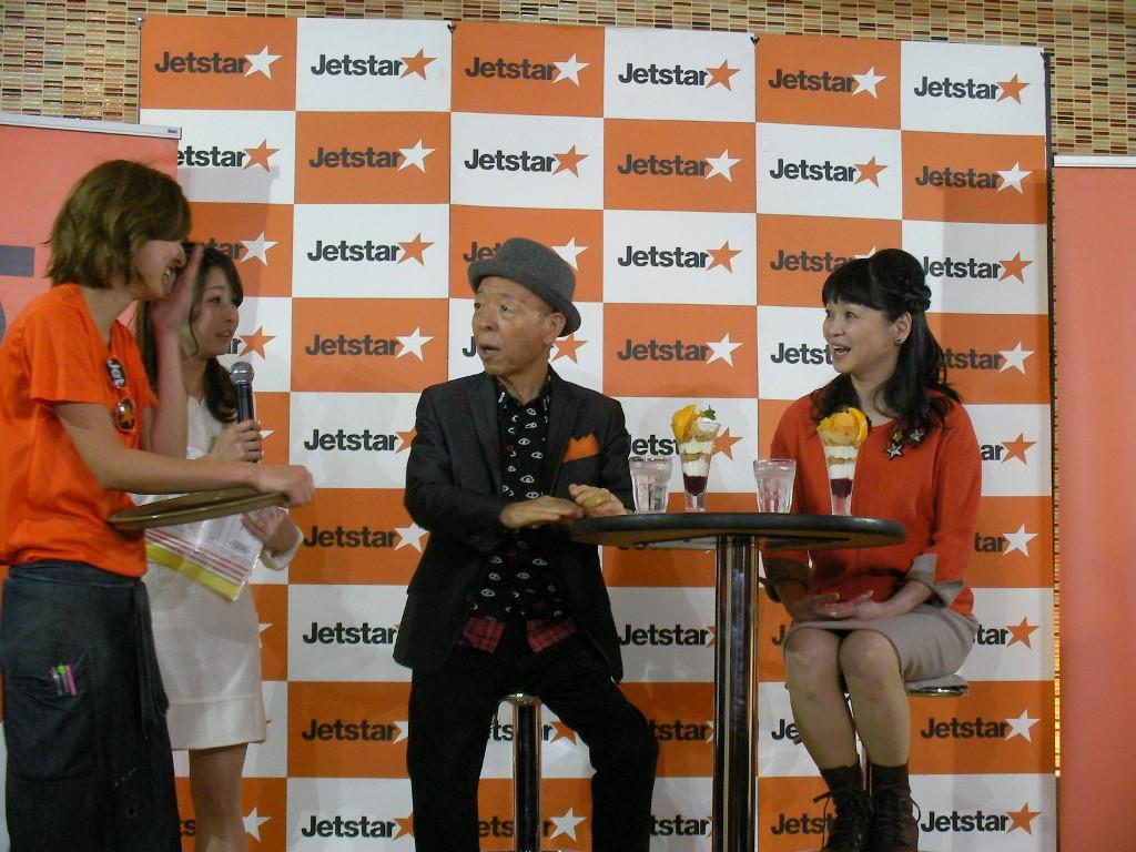 パフェを運ぶ美人カフェスタッフを、坂田が「マンション買うたろか?」とナンパする一幕も