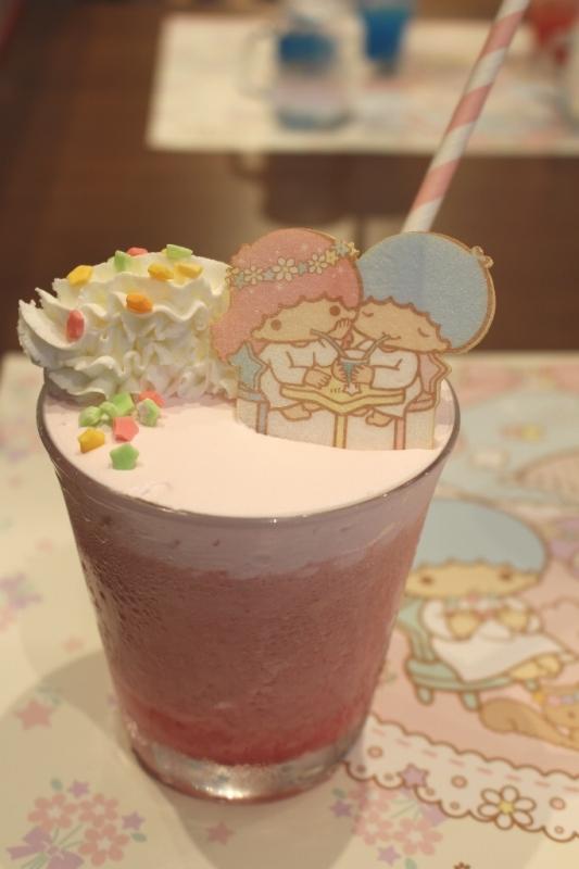 【大阪限定】「☆キキとララが仲良く飲んでる☆ピンクミックスジュース」(880円)