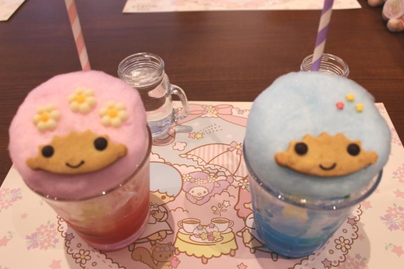 「キキとララの綿菓子ソーダ」(各880円)