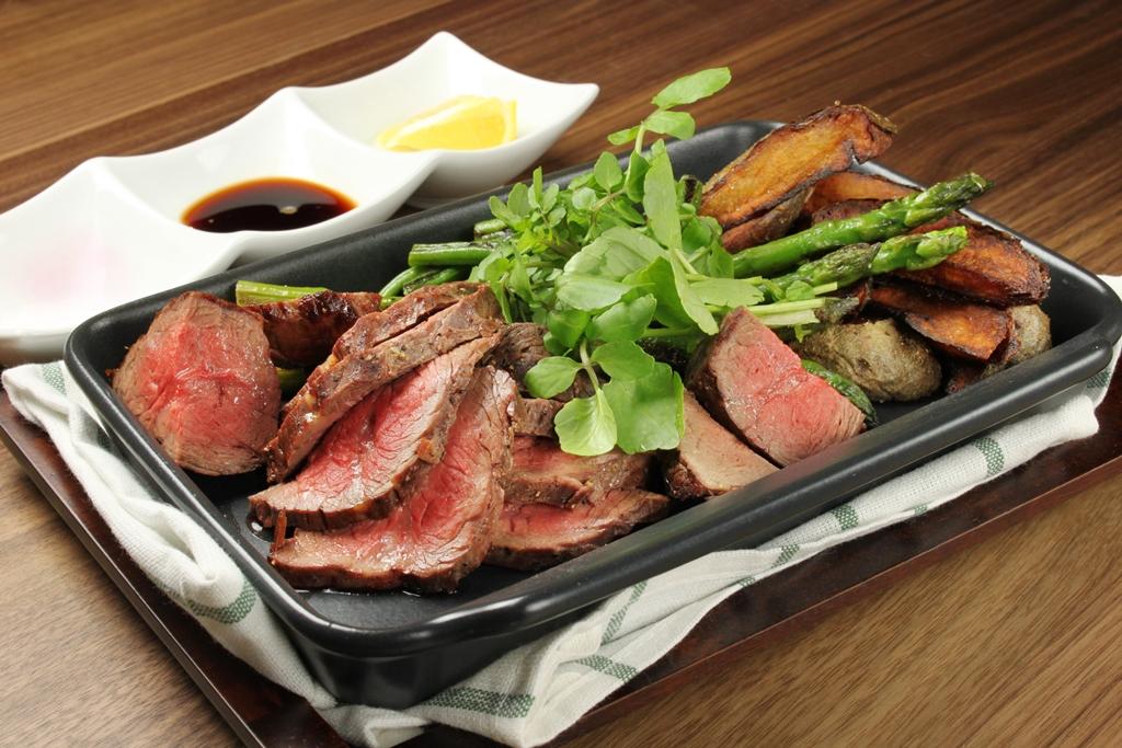 広島県『なかやま牧場』の国産オメガビーフのカタマリ肉(g売り)