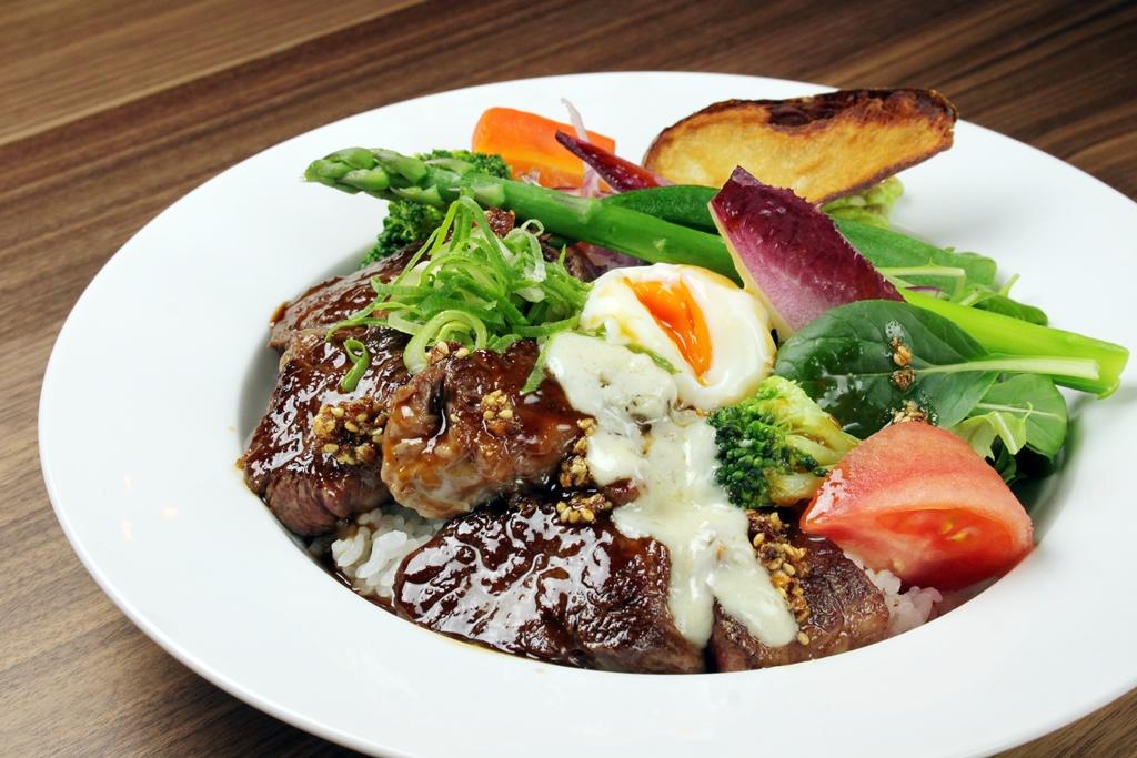 「ステーキ丼ランチ」(980円)