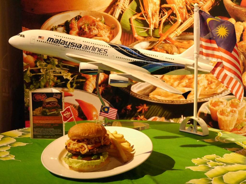 """""""日本初上陸""""!! マレーシアのご当地バーガー「ペルチック・バーガー」が『ハードロックカフェ大阪』に期間限定登場"""