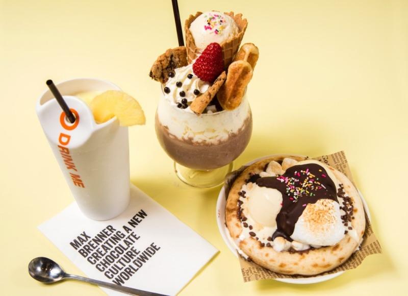 写真右より「マックスアイスチョコレートピザ」(900円)、「ラグジュアリーミルクシェイク」(1400円)、「ソルトパインチョコテール」(750円)