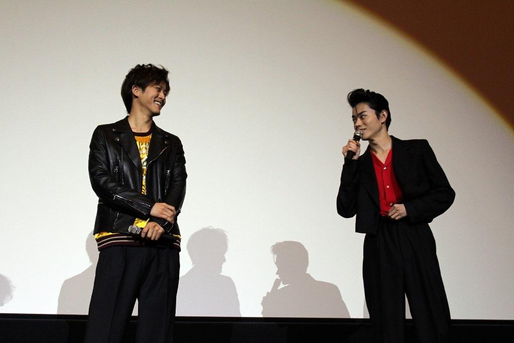 smallキセキ大阪舞台挨拶4(左から松坂桃李、菅田将暉)