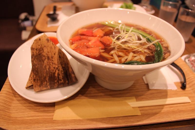 トマト牛肉麺と粽