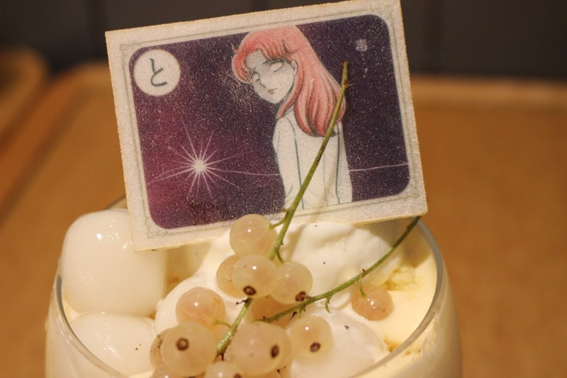 マヤが、亜弓さんが、月影先生が、速水真澄が、美内すずえ先生の出身地大阪に降臨!7/19(水)~8/29(火)、『ガラスの仮面カフェ』がついに関西初登場!