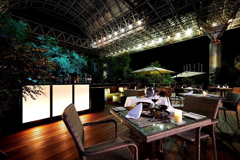 デートに、女子会に。『ホテル・アゴーラ リージェンシー堺』のガーデンレストラン「THE TERRACE & MOON BAR」でラグジュアリーな夏の夜を