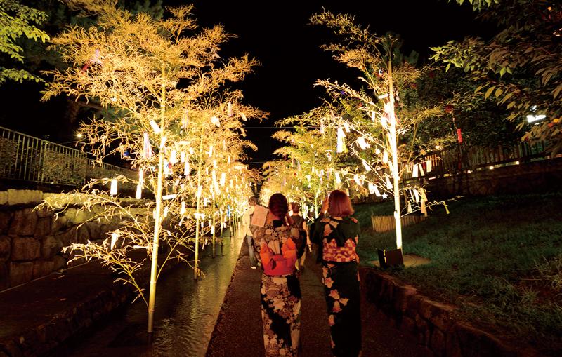 8月の京都は「京の七夕」!ロマンチックなライトアップや幻想的なステージ展示等、各地で特色のある催しが満載