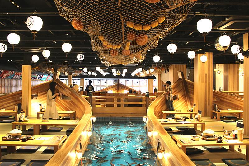 気分は漁師!! 釣りたてピチピチの魚をその場ですぐ調理! 日本最大級の釣船居酒屋『ジャンボ釣船 つり吉』が大阪・新世界にオープン