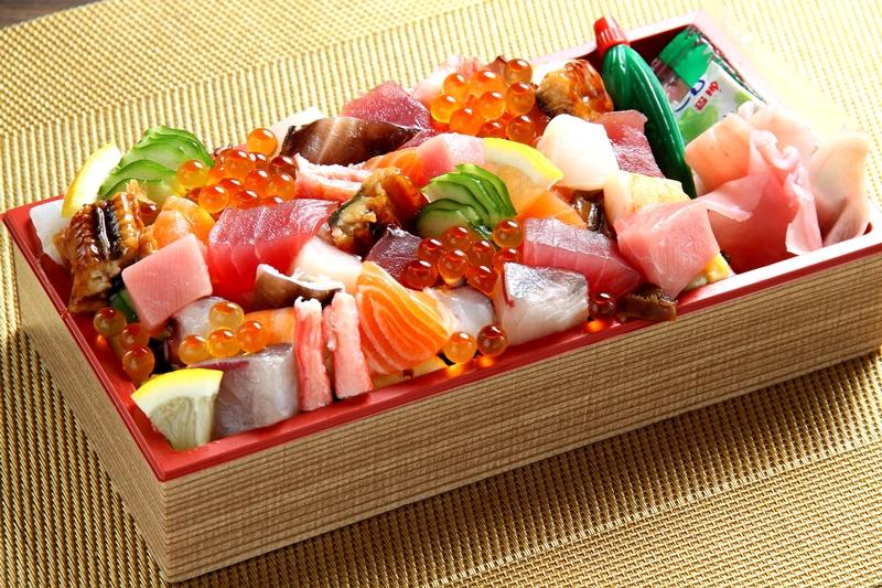 """『海鮮居酒屋 幸蔵』の「宝石箱のような海鮮ちらし寿司」(1,500円) 高槻の人気店から、味も見た目も満足間違いなし、まさに""""宝石箱""""のような海鮮ちらし寿司が登場"""