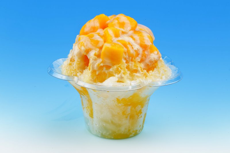 『アジアンデザート冰冰花(ピンピンホァ)』の「マンゴー冰」(600円) 夏季限定オープンの同店のダントツ一番人気は、台湾産アップルマンゴーを贅沢に乗せた「マンゴー冰」!夏季に獲れたマンゴーを味わう最後のチャンス!?