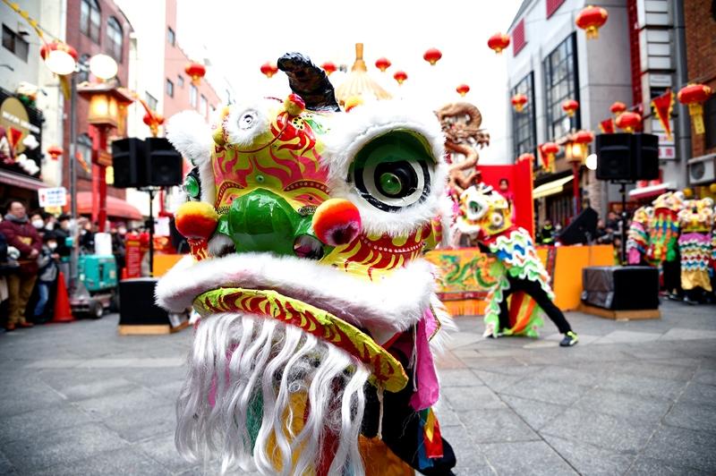 総勢30頭の獅子による「獅子舞大演舞」は迫力満点。2/16(金)~18(日)、「2018南京町春節祭」開催