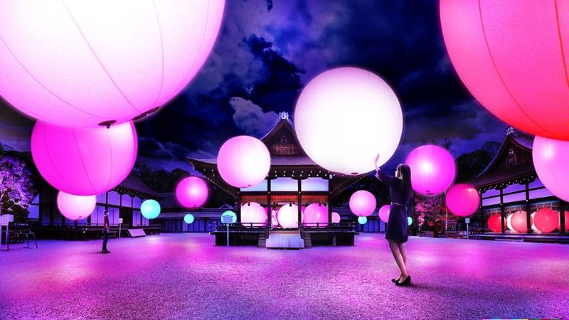 呼応する球体 – 下鴨神社 糺の森 /  Resonating Spheres – Forest of Tadasu at Shimogamo Shrine teamLab, 2016, Interactive Installation, Endless, Sound: Hideaki Takahashi