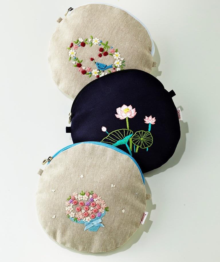 ベトナムの工芸といえば、刺繍です!! 大人可愛い手刺繍がポイントの『Zemma』のポーチが会場で購入できます。さらに今回は、ベトナム刺繍発症の地・ハノイから刺繍職人も来店されますよ!