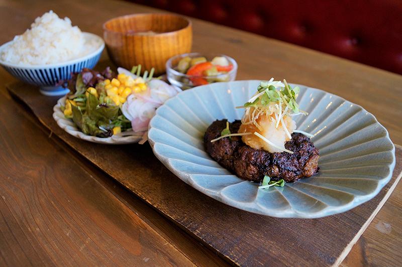 太陽ノ塔 本店の豆腐ハンバーグ定食