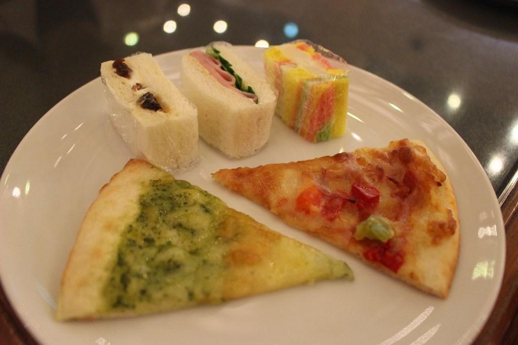 ピザとサンドイッチ