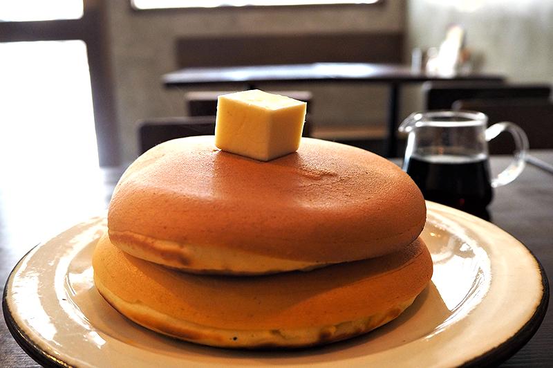 大阪・阿波座でゆったり過ごす昼下がり。隠れ家『喫茶 アカリマチ 阿波座店』で自家製スイーツを