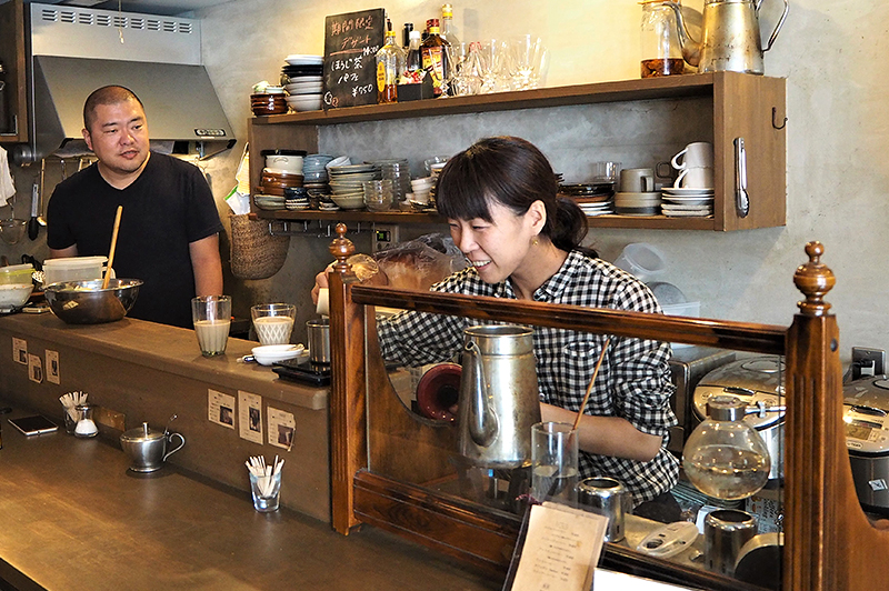 喫茶アカリマチのオーナー野副夫妻