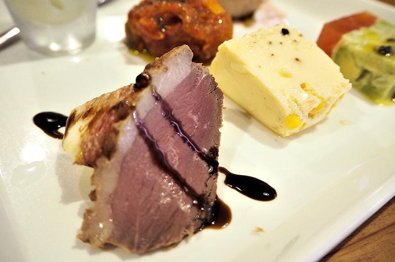 鴨肉の燻製とラタトゥユ