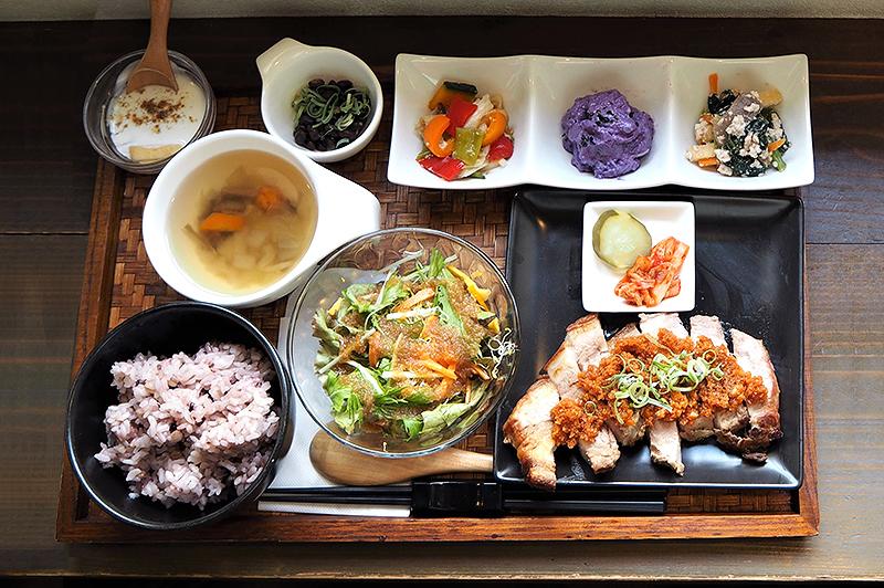 大阪・北浜の隠れ家『アンチエイジングカフェ age』の酵素料理で、食と向き合う豊かな時間