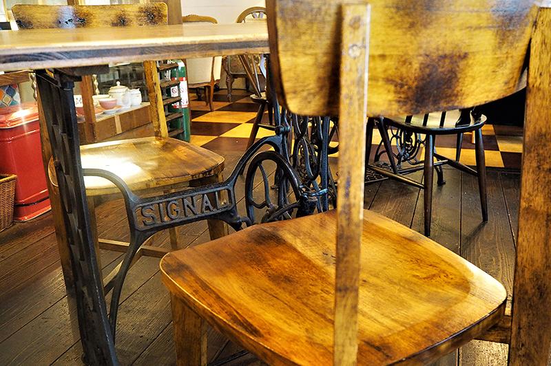 ミシン台を使用したテーブル