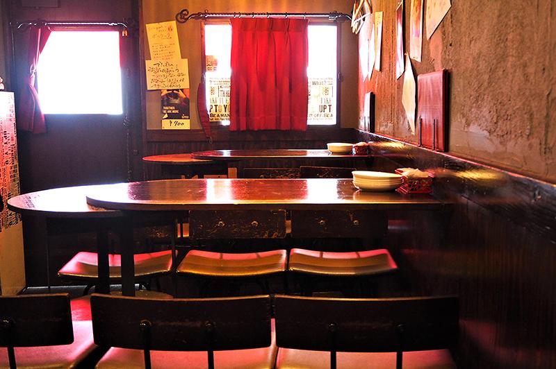セルド ヤ パトのテーブル席