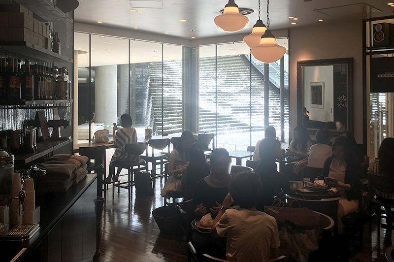 ザ シティベーカリー 梅田のカフェスペース