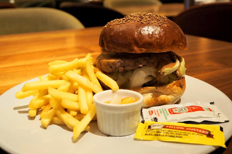 フィフスシーズン中之島の近江牛100%のハンバーガー