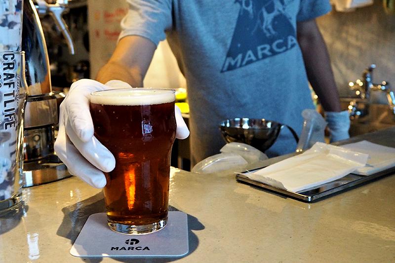 MARCAでビールが出される瞬間