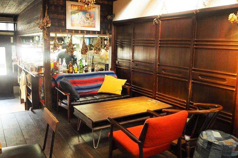 だるま珈琲のソファ席