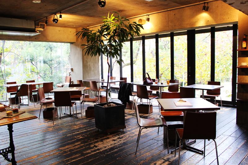 GROVE CAFEのテーブル席